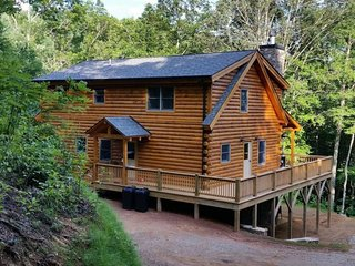 The Scratching Post - Upscale Cabin with Hot Tub, Fire Pit, Internet, and Dry, Almond