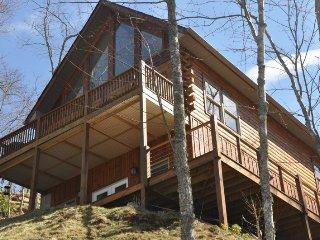 Northern Sky - Mountainside Cabin with Hot Tub, Spectacular View, Fire Pit and