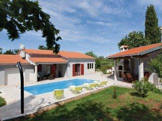 2 bedroom Villa in Duga Uvala-Pavicini, Duga Uvala, Croatia : ref 2238751