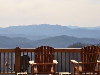 Sequoyah Sunset - Stunning Long Range View - Huge Luxury Cabin - Game Room with
