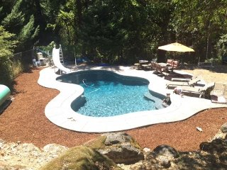 Creekside Home in Trinity Village with Beautiful Pool & Deck, Close to River, Salyer
