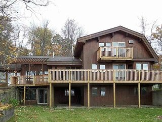 Beautiful Lake House - Great for Big Families/Couple's Retreats & More!, Cadillac