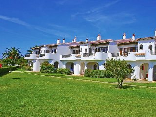 3 bedroom Apartment with Pool and Walk to Beach & Shops - 5081994
