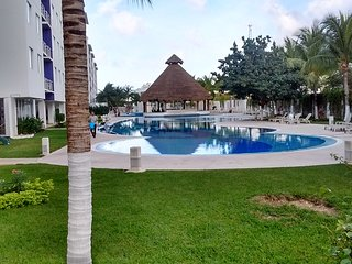 Marias Place Entire 2 Bedroom 2 bathrooms Condo Swimming pool, papala/bar, gym..