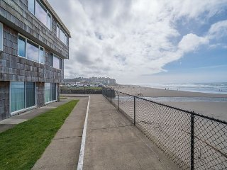 Oceanfront condo located in the Sea Gypsy complex next to popular kite flying, Lincoln City