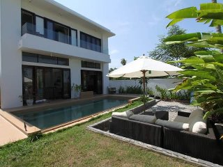 Lady's House 2 - Cozy 4 bedrooms with large pool and garden, Hoi An
