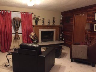 cute and cozy quiet and close to the lake, Sylvan Lake