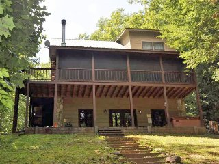 RISING TROUT LODGE- 2 BEDROOM 2 BATH CABIN ON FIGHTING TOWN CREEK (A TROPHY