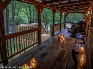 Toccozy Cabin Retreat- 3BR/2BA- CABIN WITH LARGE FLAT YARD AND UNIQUE ACCESS TO