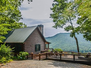 BEAR RUN- 3 BEDROOM 1 BATH LUXURY CABIN WITH ONE OF THE BEST VIEWS IN THE AREA