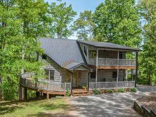 ASKA BLISS- 4 BEDROOM, 3 BATH LUXURY CABIN IN THE HEART OF THE ASKA ADVENTURE, Blue Ridge