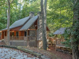 HARLEY`S RIVER RETREAT- BEAUTIFUL 2BED/2BATH CABIN ON CREEK WITH RIVER ACCESS