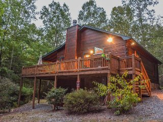 BUMPA BEAR HIDEAWAY- ADORABLE 2 BEDROOM/ 3 BATH CABIN IN THE ASKA ADVENTURE, Blue Ridge