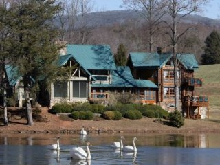 FALLING WATERS LODGE - 5BR/4BA, MOUNTAIN VIEW, LAKE VIEW LODGE, HOT TUB, WIFI, Blue Ridge