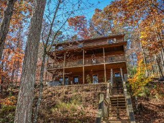 RIVER SONG- 3 BR, LOFT FUTON, SLEEPER SOFA, 2.5 BATH, SLEEPS 10, HOT TUB, WIFI, Blue Ridge