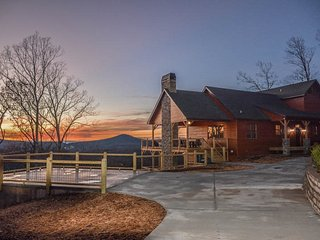HEAVENLY OUTLOOK- 5 BEDROOM / 4.5 BATHROOM, SLEEPS 14, 2 OUTDOOR FIREPLACES, 2