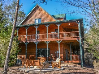 DREAMCATCHER OF MOUNTAIN TOPS- 4 BEDROOM/3 BATH CABIN WITH A MOUNTAIN VIEW, Blue Ridge