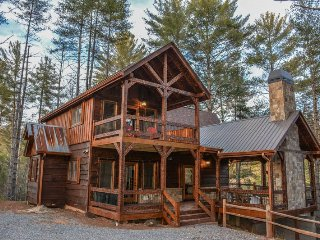 MISS CELIE`S CABIN- BEAUTIFUL 3 BEDROOM/3 BATH NEW CONSTRUCTION LUXURY CABIN, Blue Ridge