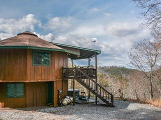 YES DEER- ADORABLE 3 BEDROOM/ 2 BATH CABIN WITH A MOUNTAIN VIEW, PET FRIENDLY, Blue Ridge