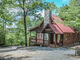 THE LONG VIEW- SECLUDED WITH BREATHTAKING MOUNTAIN VIEWS ,WiFi , AIR HOCKEY, Blue Ridge