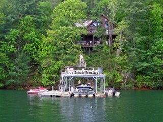 LAKESIDE LODGE- 3BR/3.5BA- CABIN ON LAKE BLUE RIDGE, SLEEPS 9, NEXT DOOR TO, Blue Ridge