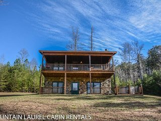 KINGDOM CABIN #2- 3BR/2BA- TOTALLY SECLUDED CABIN WITH CREEK SLEEPS 8, HOT TUB