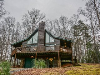 EAGLE MOUNTAIN CHALET- 2BR/2BA- CABIN IN THE COOSAWATTEE RIVER RESORT, SLEEPS