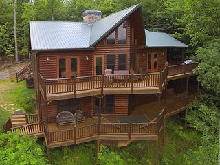 PEACEFUL VIEW LODGE- BREATHTAKING MTN VIEWS,4 BR/4.5 BA,HOT TUB, POOL TABLE