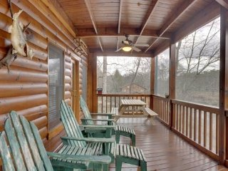 RIVER ESCAPE ON THE TOCCOA- 4 BR/3.5 BA, CABIN ON THE TOCCOA RIVER, RIVERSIDE