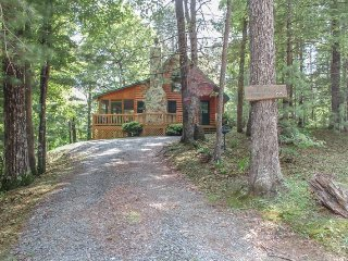 MAJESTIC PINES- 2BR/1BA- CABIN SLEEPS 4, JACUZZI, WIFI, HOT TUB, WOOD BURNING