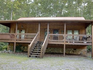 SERENITY NOW- 2BR/2BA, SLEEPS 8, SECLUDED, 4 WHEEL DRIVE ONLY, GAS GRILL, HOT