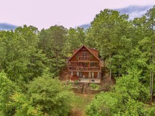 SUNRISE SPLENDOR- 3BR/3BA (3RD IS A LOFT), SLEEPS 10, WIFI, HOT TUB, BEAUTIFUL, Blue Ridge