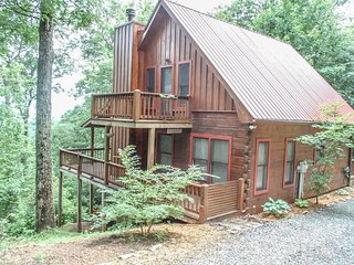 INTO THIN AYER- 2BR/2BA- CABIN WITH AN AWESOME MOUNTAIN VIEW SLEEPS 4, PET