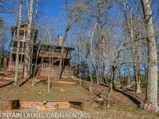 BEAR CREEK CROSSING- 4BR(PLUS LOFT)/4.5BA- SLEEPS 14, CREEK SIDE, SECLUDED, Blue Ridge