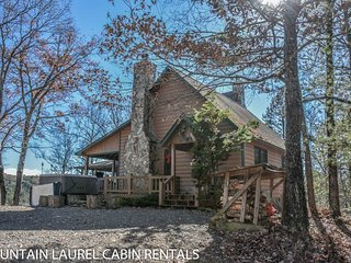 MOUNTAIN RIVERS LODGE- 4BR/4BA CABIN WITH A MOUNTAIN VIEW AND WITHIN WALKING, Blue Ridge