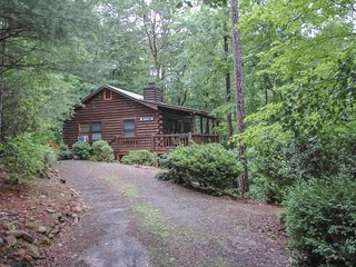 WINDCHIME- 2BR/1BA, SLEEPS 6, HOT TUB, WOODBURNING FIREPLACE,WASHER/DRYER