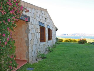 Ferienhaus mit Garten und Meerblick - Cottage with garden and panoramic sea view