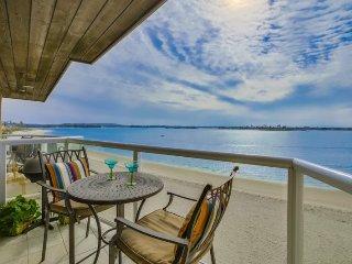 Ginny`s Riviera Villa On beautiful Sail Bay, Steps to Sand, Bikes, WiFi, San Diego