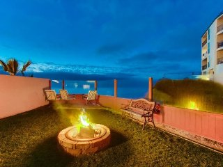 The Tobago Ocean Front Condo Pet friendly with a Hot Tub & Fire Pit, San Diego