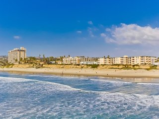 Mitchell`s Poolside Paradise: Oceanfront building w/ Pool View, Hot Tub, 2, San Diego