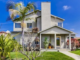 The Grande House in Sunset Cliffs: 3 bed with den, 2 bath, sleeps 8, NOT A, San Diego