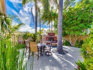 Kyrstin`s Beach Cottage, 2 blocks to Ocean, BIkes, BBQ, Outdoor Fireplace
