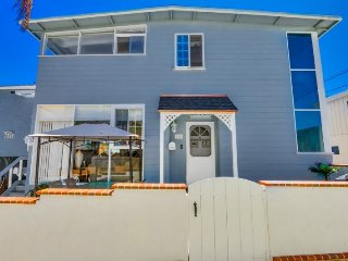 See-Ya-Soon Beach House: Steps to the sand! A/C, Fenced Yard, Walk to Shops and, San Diego