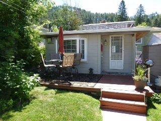 Backyard Cottage B&B;, Deadwood