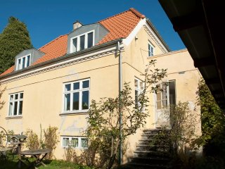 Beautiful house, quiet area - near metro and city!, Frederiksberg