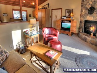 1BR Cottage Nestled at Yonahlossee Resort, King Bed, Jetted Tub, Fireplace