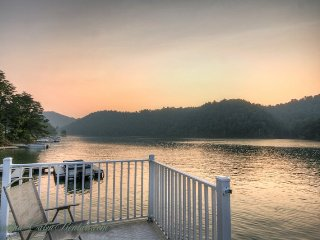 4BR Cabin on Watauga Lake, Right on the Water, Large Dock for Fishing or, Butler