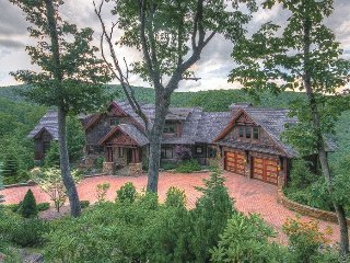 6,400SF Mountain Vacation Home, 5 Minutes to Boone, Near Blowing Rock, Views