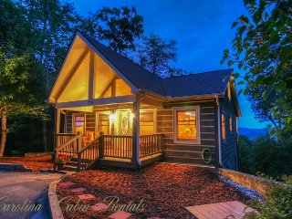 2BR Cabin on App Ski Mtn with Long-Range Views, Hot Tub, Game Room, Fire Pit