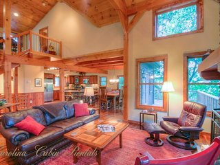 4BR Timber Frame. Pool Table, Hot Tub, Views, Between Boone and Banner Elk